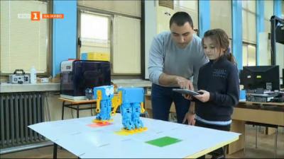 Обучение по програмиране с роботи в библиотеката в Русе