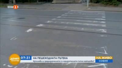 Дете за малко не беше отнесено от автомобил на пешеходна пътека в София
