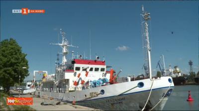 """На борда на научно-изследователския кораб """"Академик"""" на Института по океанология във Варна"""