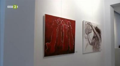 """Изложба """"Хора"""" – рисунки върху хартия и камък на Антония Ангелова"""