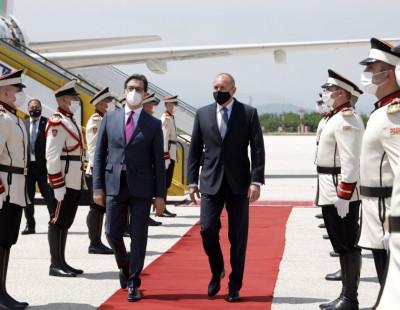 Обща визита на президентите на България и на Северна Македония в Рим. Какво е значението?