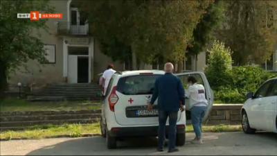 Мобилни екипи ваксинират по селата