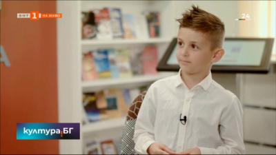 За 24 май 8-годишният Боян Цветков разговаря със събеседниците си за буквите и силата на словото