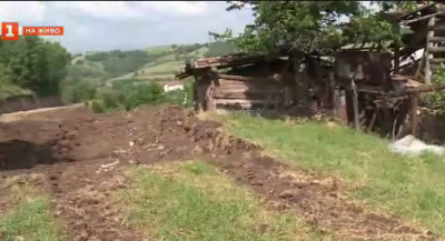 Жителите на с. Изгрев трудно стигат до домовете си заради проблеми с нова улица