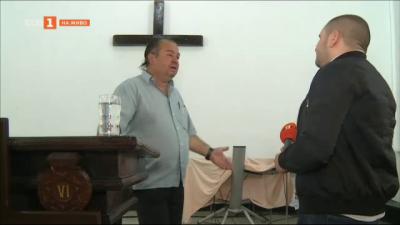 Пастор помага на хората от Разлог да изградят домовете си след пожар