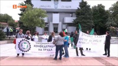 Медицински сестри от детското училищно здравеопазване излюзоха на протест в Свищов