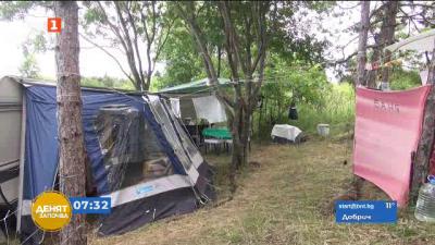 Какви са изискванията за палатки, кемпери и каравани на плажа?