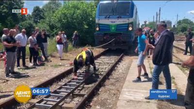 Пловдивчанин със заявка за рекорд на Гинес - близо минута тегли 84-тонен локомоти