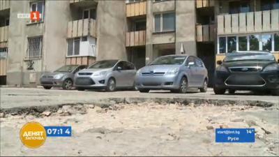 По зрителски сигнал: Огромни дупки тормозят шофьорите в русенски квартал