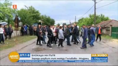 Жители блокираха разбития път Гълъбово-Мъдрец с искане за основен ремонт на отсечката
