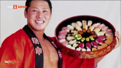Суши ресторант съживява бизнеса с голи културисти-доставчици на храна