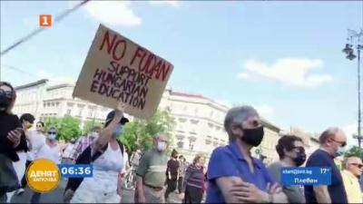 Противоречив закон в Унгария забранява популяризирането на хомосексуалността сред непълнолетни