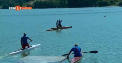 Спортисти-ветерани тренират със състезатели по кану-каяк в Асеновград