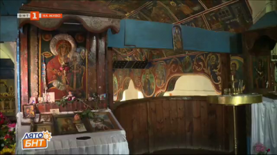 Чудотворна икона на Света Богородица се пази в храма в село Овчарци
