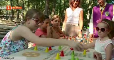 Благородна инициатива - нови пейки и игри за маса на Младежкия хълм в Пловдив