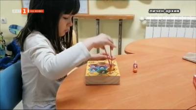 Родители на деца с аутизъм настояват за помощник-учители