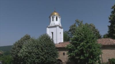 Жители на село Блъсковци възродиха църквата и читалището в селото