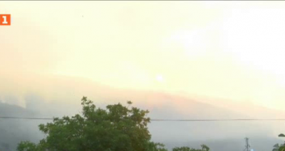 Горският пожар край Твърдица се разраства