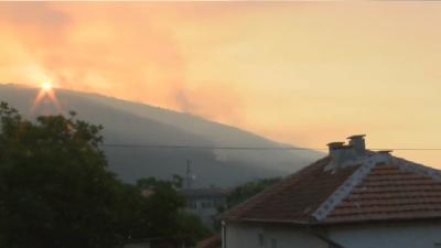 Пожарът над Твърдица е локализиран
