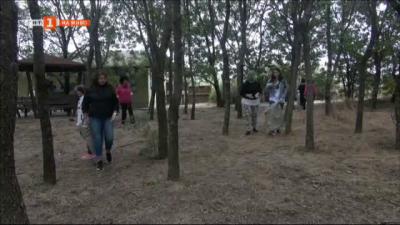 Ученици почистиха района около Атанасовското езеро