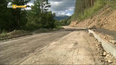 Започна ремонт на пътя Белица-Семково