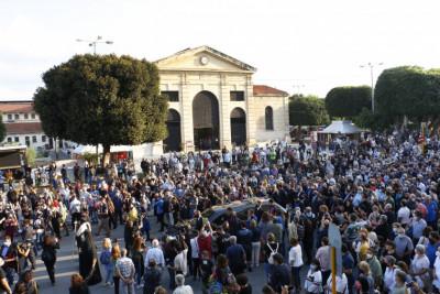 Гърция и светът се прощават с Микис Теодоракис