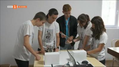 Ученици от Шумен изобретиха стол с педали за зареждане на телефони