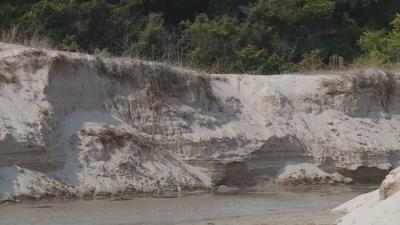 Кой е виновен за унищожаването на пясъчни дюни в Албена?