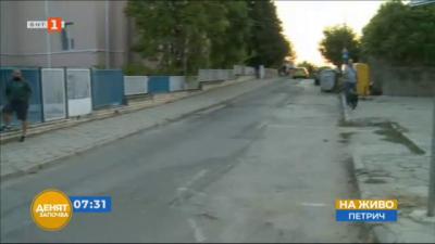 Тежкотоварен камион удари три коли и електрически стълб на метри от училищен двор