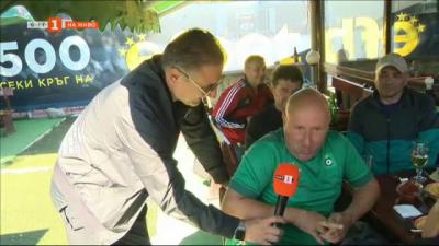 Кирил Ефремов в ролята на спортен репортер и прогнозата на неговите събеседници за дербито