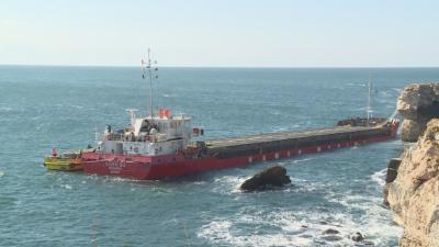 Кризата със заседналия кораб край Камен бряг продължава 16-и ден