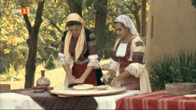 Ритуалът Панагия, в който моми замесват богородичен хляб в пълно мълчание