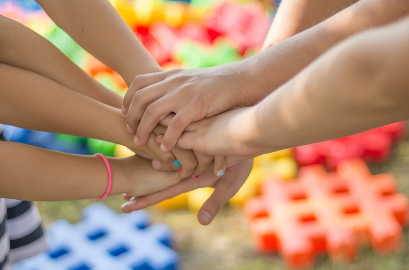 """Сдружение """"7 истории"""": кампания за създаване на център за деца с проблеми в развитието"""