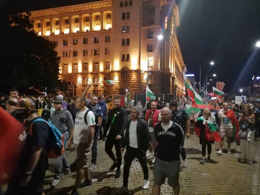 Day 76 of protests in Sofia: Tension between protesters and police outside the old building of Parliament