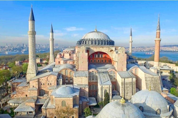За църквите, които станаха джамии – една болезнена трансформация