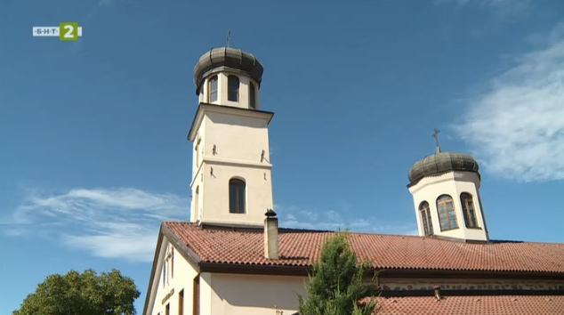 """Храмът """"Св.св. Петър и Павел"""" в Добринище"""