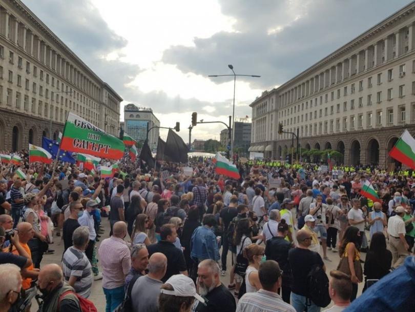 Протестите между София и Брюксел - гост Арман Бабикян
