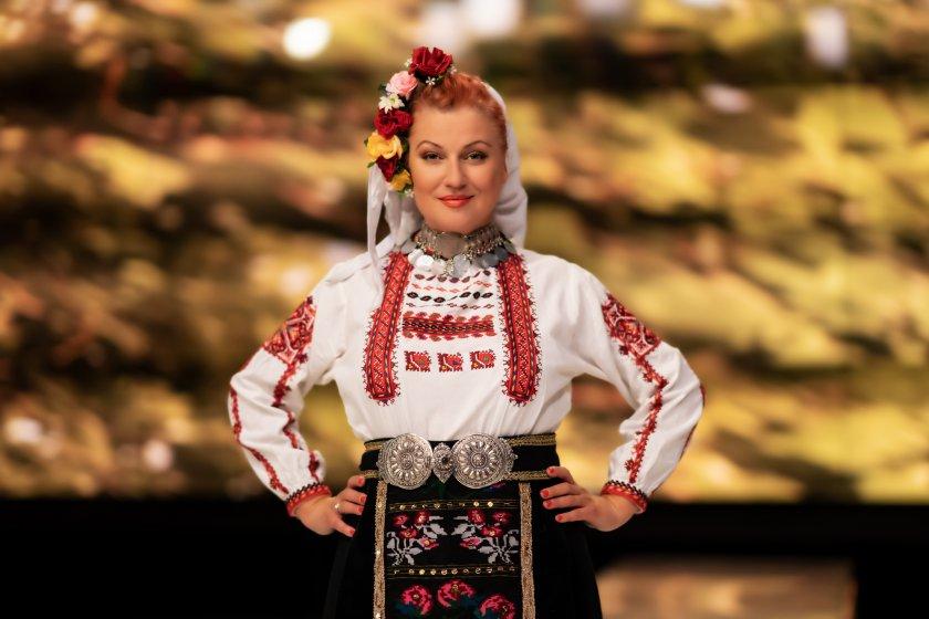 Народната певица Гергана Димитрова