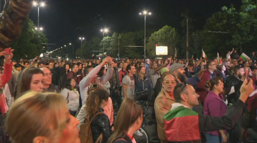 Day 81 of protests in Sofia: Protest concert at Eagles' Bridge
