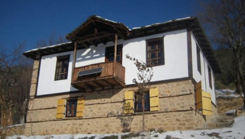 Майсторството да възраждаш стари родопски къщи