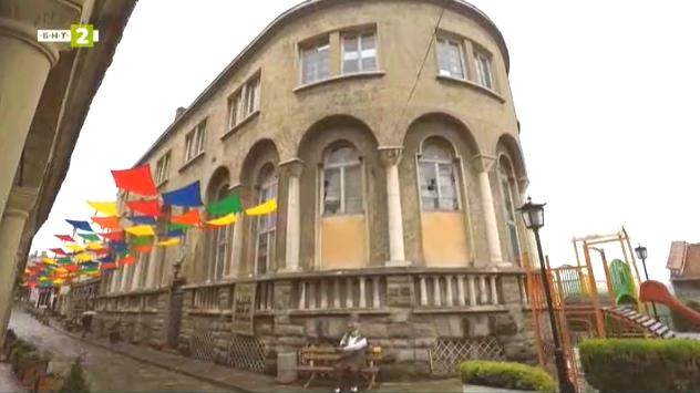 Сградата на старата поща във Велико Търново