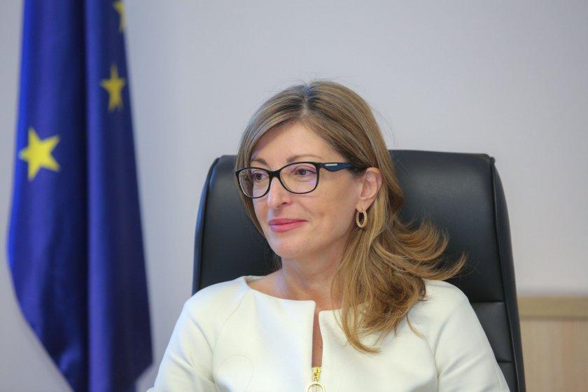 Защо вицепремиерът Екатерина Захариева може да бъде обявена за персона нон грата от Северна Македония?
