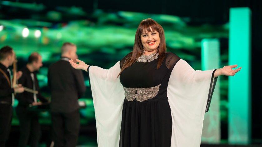 Пазарджишки песни и авторска музика изпълнява младата певица Ива Гидикова