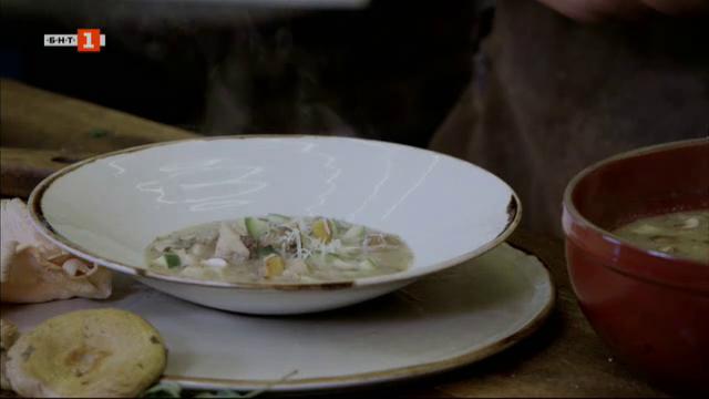 Супа със гъби, ориз и салвия и боб с бекон и пилешки дробчета
