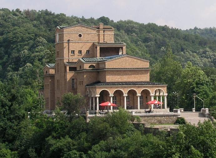 Защо ремонтът на Художествената галерия във Велико Търново предизвика бурни реакции в обществеността?