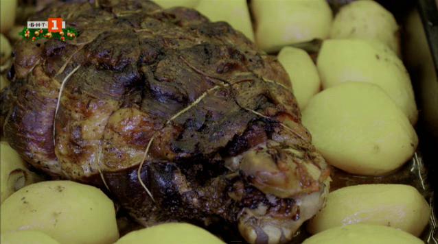 Шпикован свински бут на фурна