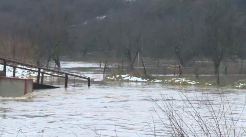 Наводнения и бедствено положение заради валежите