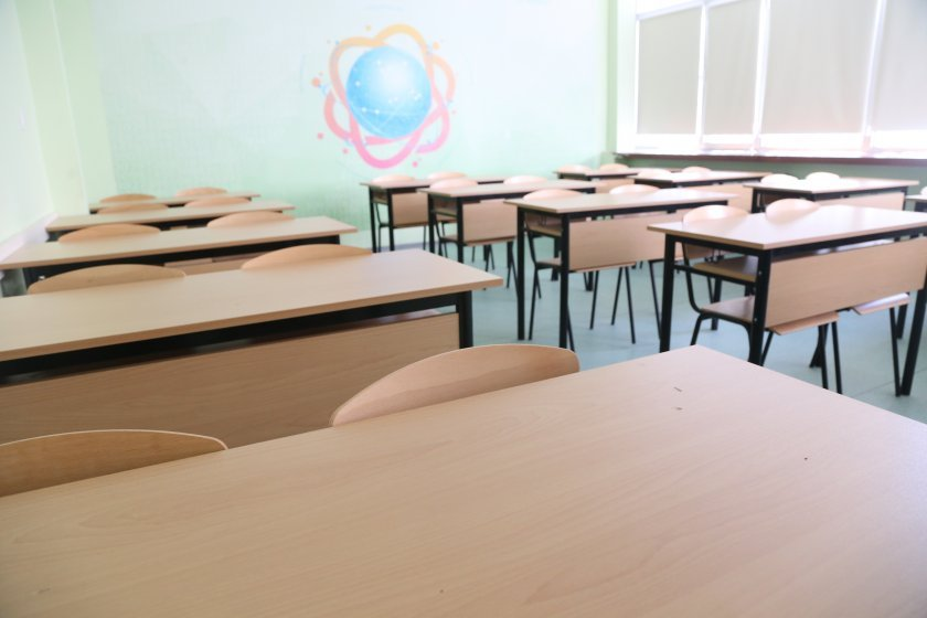 Какви са рисковете и какви са плюсовете, ако учебната година продължи присъствено в клас?