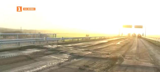 Затвориха за ремонт двете платна на АМ Тракия край Чирпан