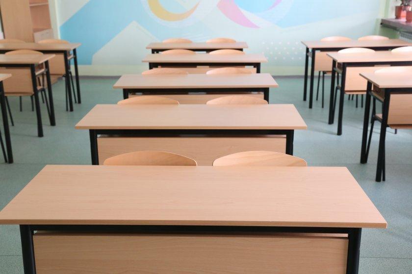 Рисково ли е отварянето на училищата? Министър Красимир Вълчев